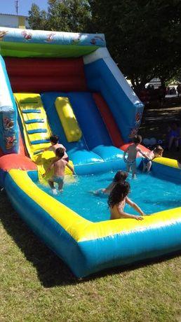 Insuflável aquatico com piscina
