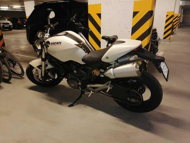 Motocykl Ducati Monster 696