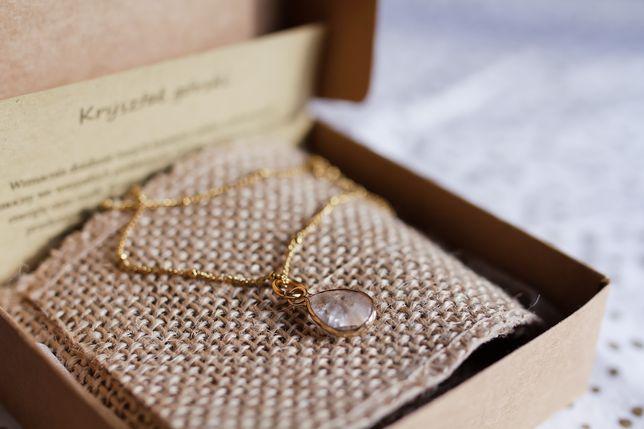 Nowy złoty naszyjnik z zawieszką z kryształu górskiego w okuciu