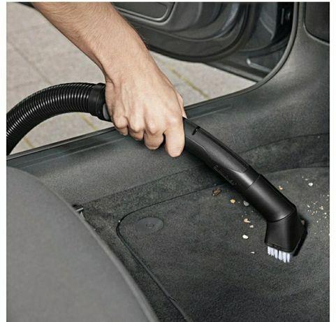 Специальный комплект щеток для уборки в салоне автомобиля не только.