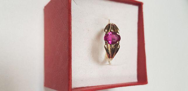 Pierścionek złoty z czerwonym oczkiem