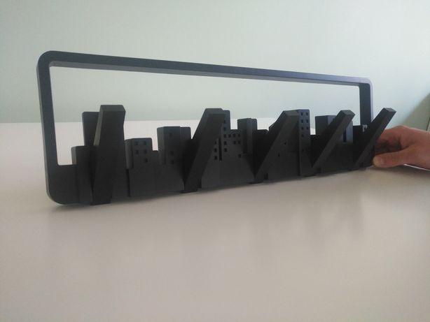 Czarny wieszak na ubrania Umbra Skyline