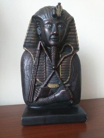 Figurka Faraona z gipsu