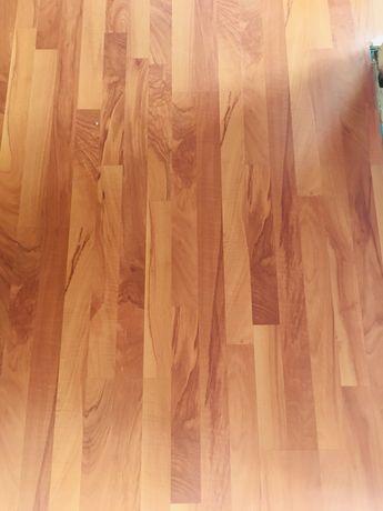 Panele w kolorze drewna ok 30m z listwami cokołowymi