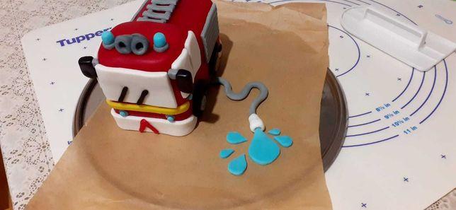 Dekoracja tort wóz straż pożarna