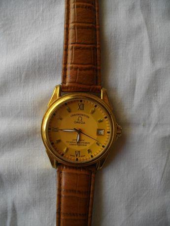 Часы CHronometer OMEGA в желтом корпусе