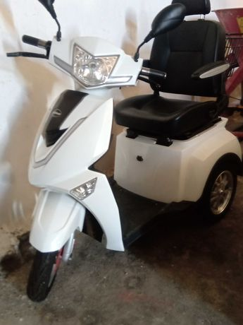 SCOOTER Electrica Triciclo