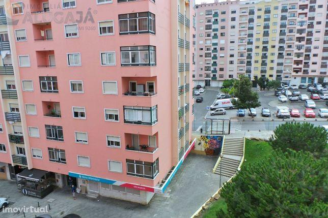 São Marcos - Apartamento T2 em zona central, junto ao Pingo Doce