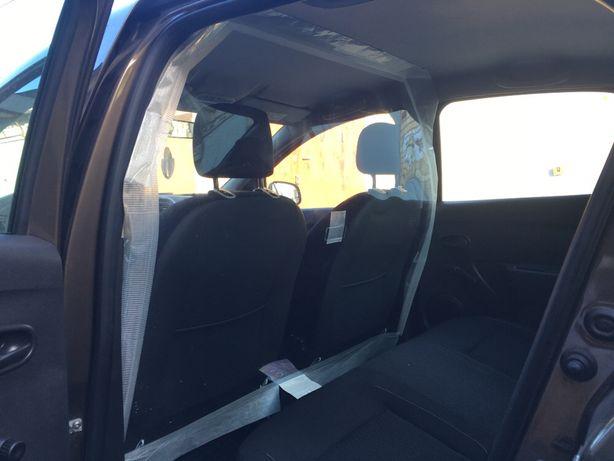 Защитная перегородка (защитный экран) для салона такси (Bolt Isolated)