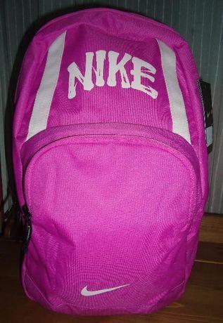 Mochila escolar Nike, nova c/etiqueta!