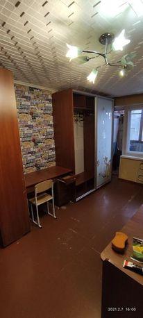 Большую гостинку,метро Малышева, 18 м,с лоджией