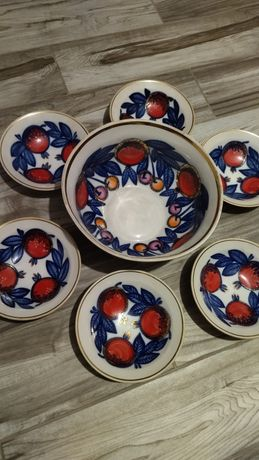 Набор тарелок .очень большая тарелка+6 тарелок