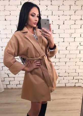 Пальто женское на запах бежевое