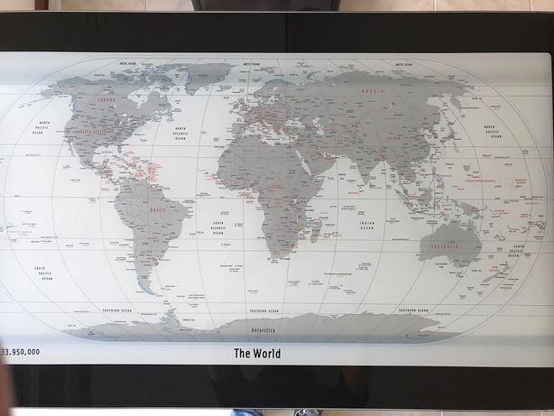 Secretária com tampo de vidro em L, mapa mundo