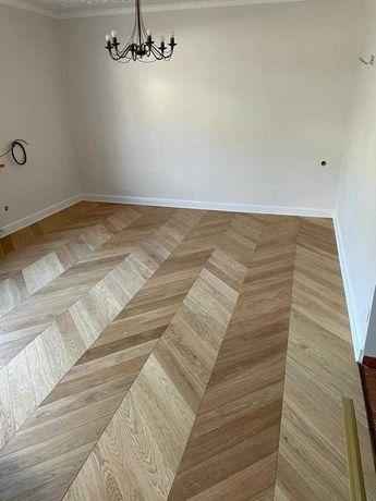 Podłoga dębowa, podłogi drewniane, deska warstw, montaż i cyklinowanie