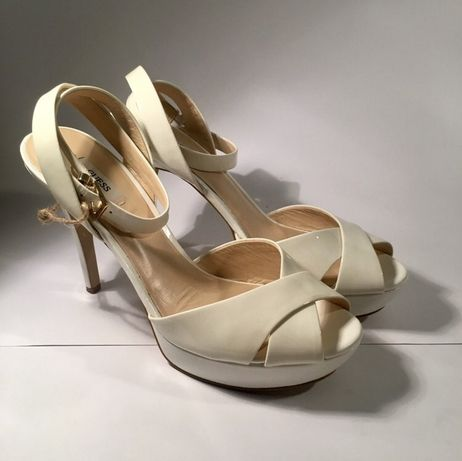 Buty ślubne na obcasie Guess [40]