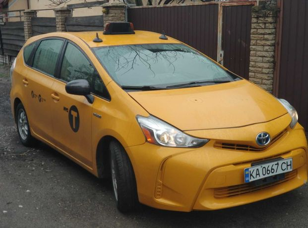 Toyota Prius v Taxi 2015