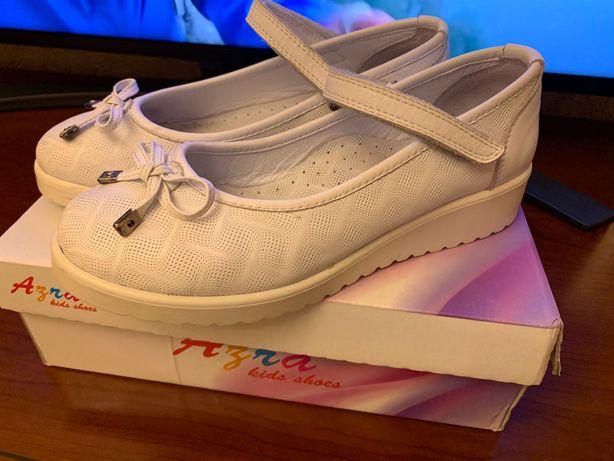 Туфлі нарядні на дівчинку білі