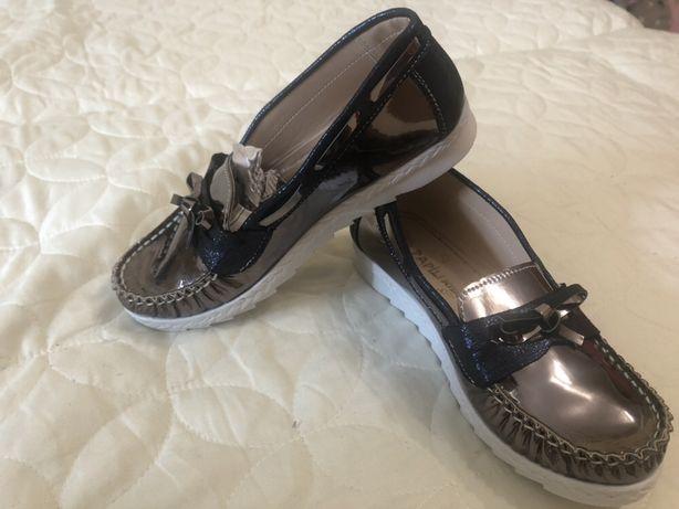 Продам детскую обувь 32 размер абсолютно новые.