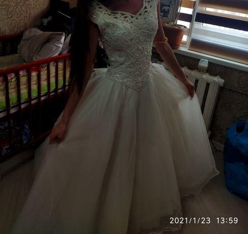 Продам свадебное платье без торга