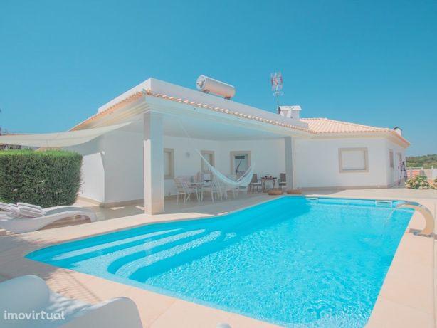 Magnífica moradia com piscina a 5 Km da Praia Verde no Al...
