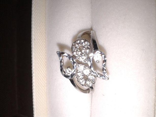 Śliczny pierścionek rozmiar 18