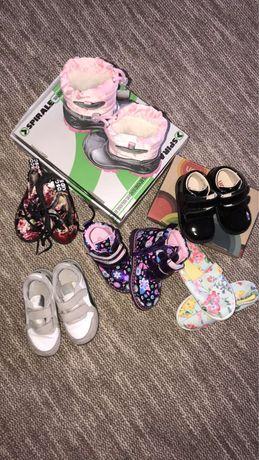 Продам ботинки на девочку 18-25 размер
