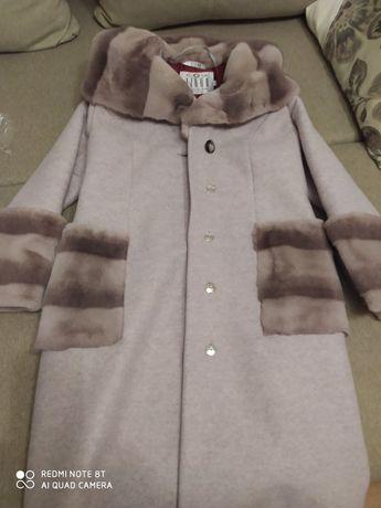 Шикарное,теплое пальто
