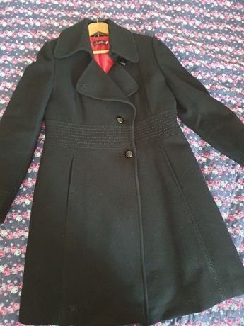 Czarny taliowany płaszcz L