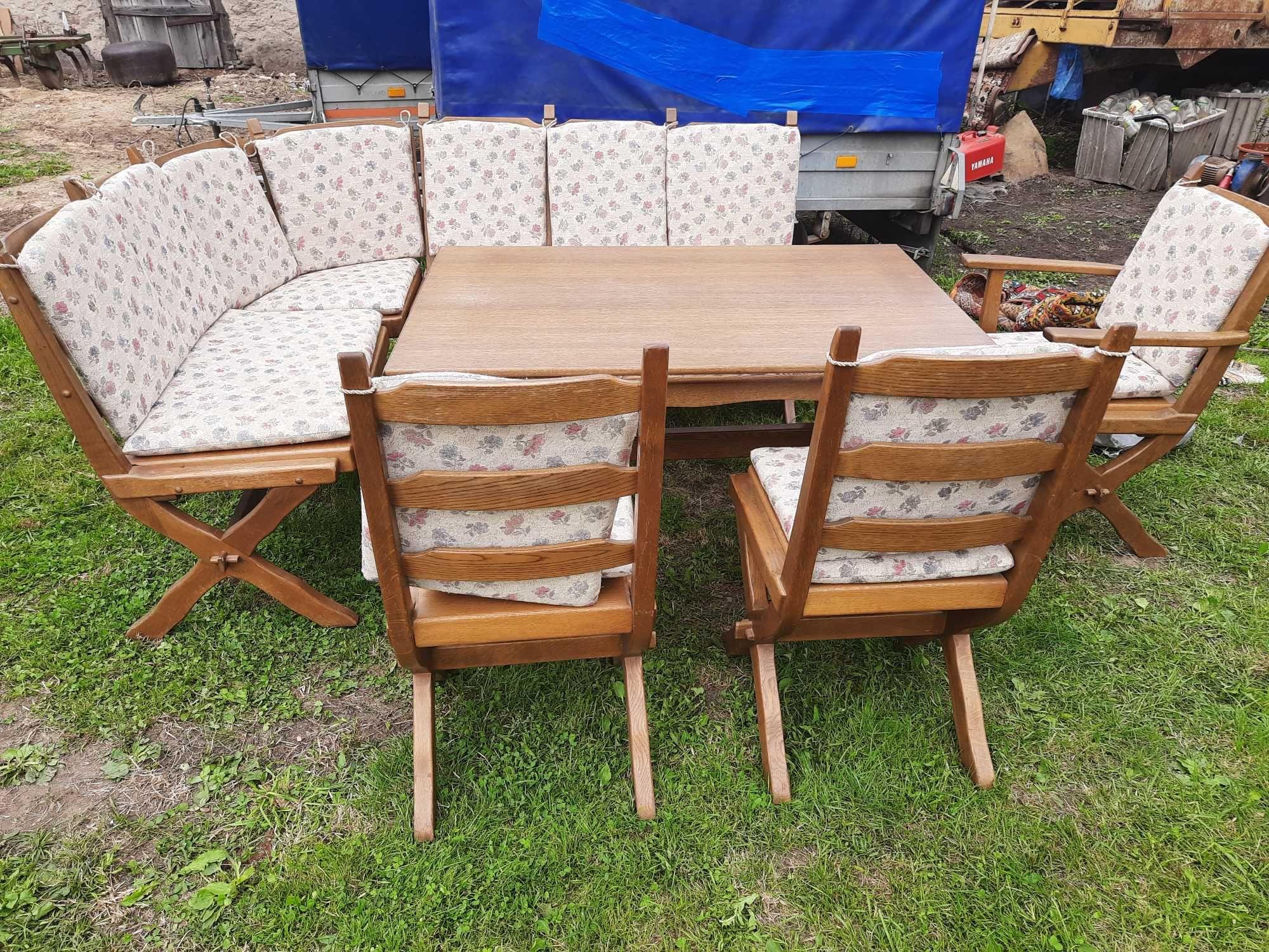 Stół  z krzesłami  rogówka
