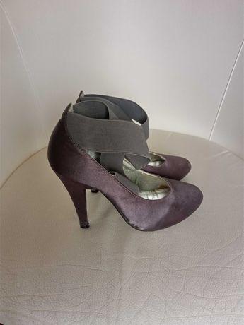 Sapatos de salto alto tamanho 36