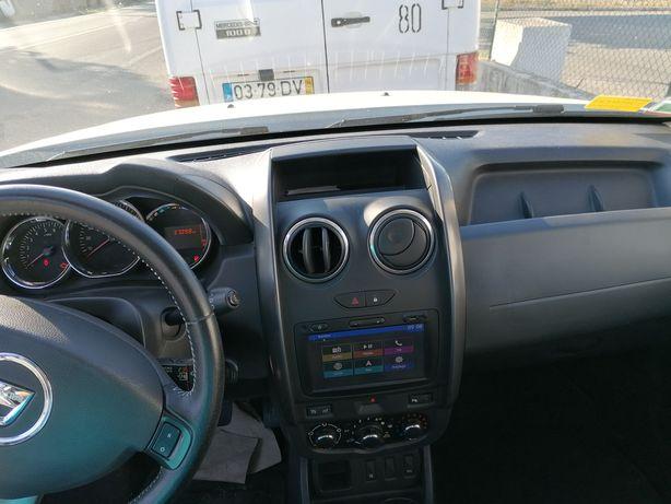 Venda Dacia poucos quilometres