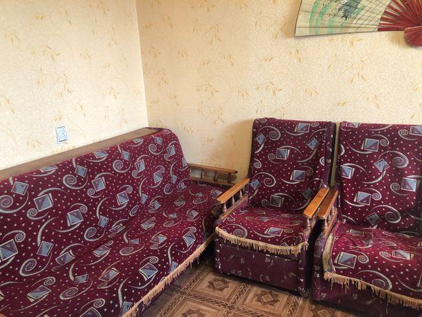 Продам  диван, 2 кресла и 3 стула б/у в связи с переездом