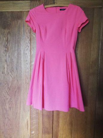Różowa sukienka wizytowa