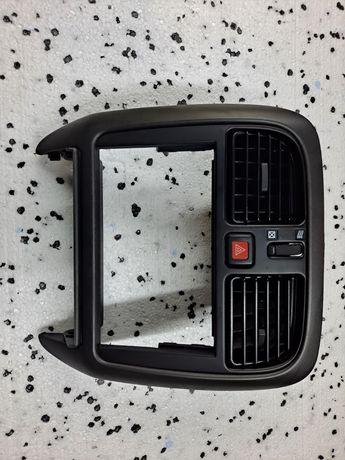 Mitsubishi Carisma lift panel środkowy, ramka