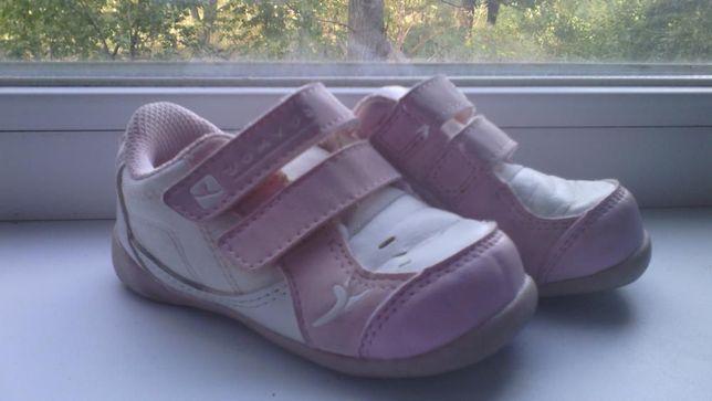 Кроссовки в состоянии новых на 2 3 года, стелька 14 см.