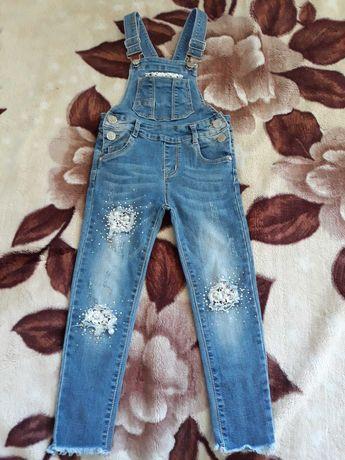 Spodnie ogrodniczki dla dziewczynki 4 latka