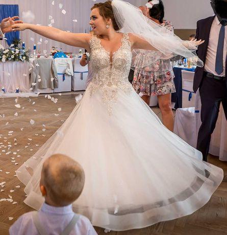 Piękna suknia ślubna roz. 38 (2020r)