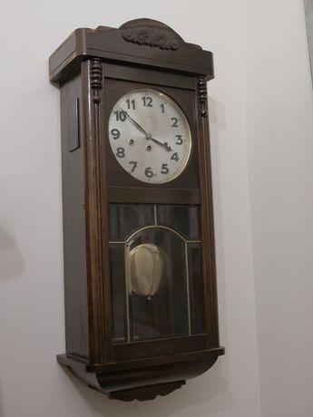 Relógio de parede antigo marca JUNGHANS de 3 cordas.