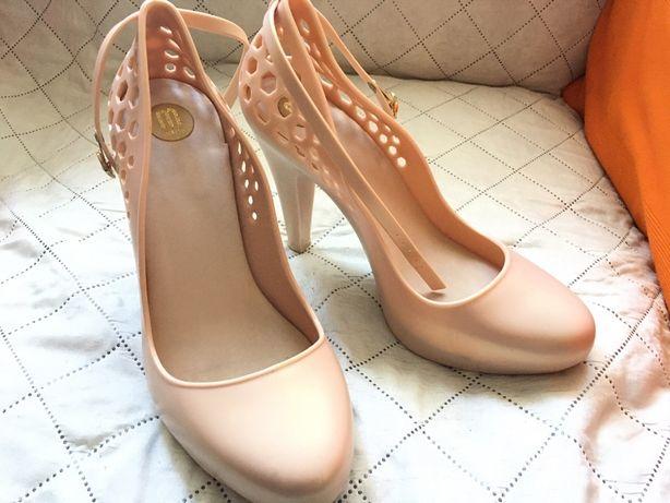Sapatos Melissa T40
