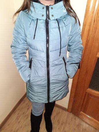 Тепленька пухова курточка на зиму.