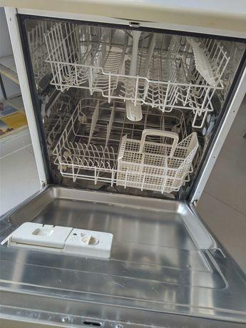 Máquina de lavar loiça AEG favorit