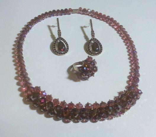 Набор украшений из чешского стекла: ожерелье, серьги, кольцо
