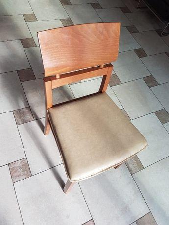 Drewniane tapicerowane krzesło