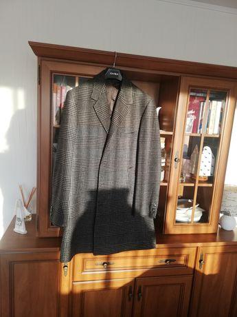 Okazja: męski płaszcz, klasyczny krój, modny wzór