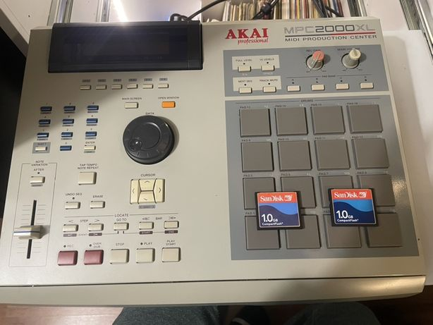 Akai MPC 2000xl sampler