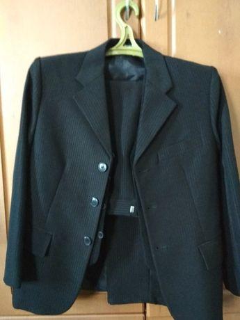 Продам школьный костюм (тройка)