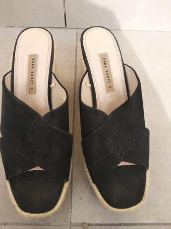 Sandálias Zara Pretas de Plataforma