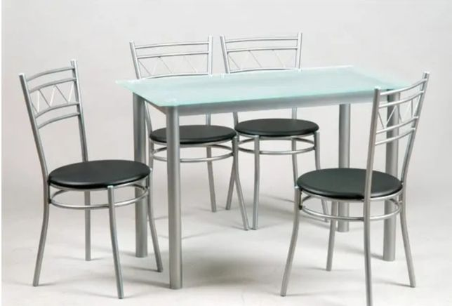 Vendo mesa e 4 cadeiras novas 95€