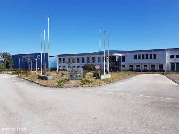 Armazéns Industriais sito na Marinha Grande, instalações ...
